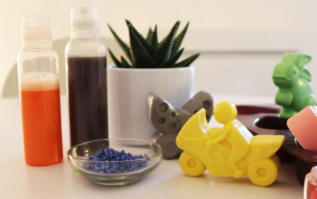 atelier enfant pour gar on cosm tiques en cuisine. Black Bedroom Furniture Sets. Home Design Ideas
