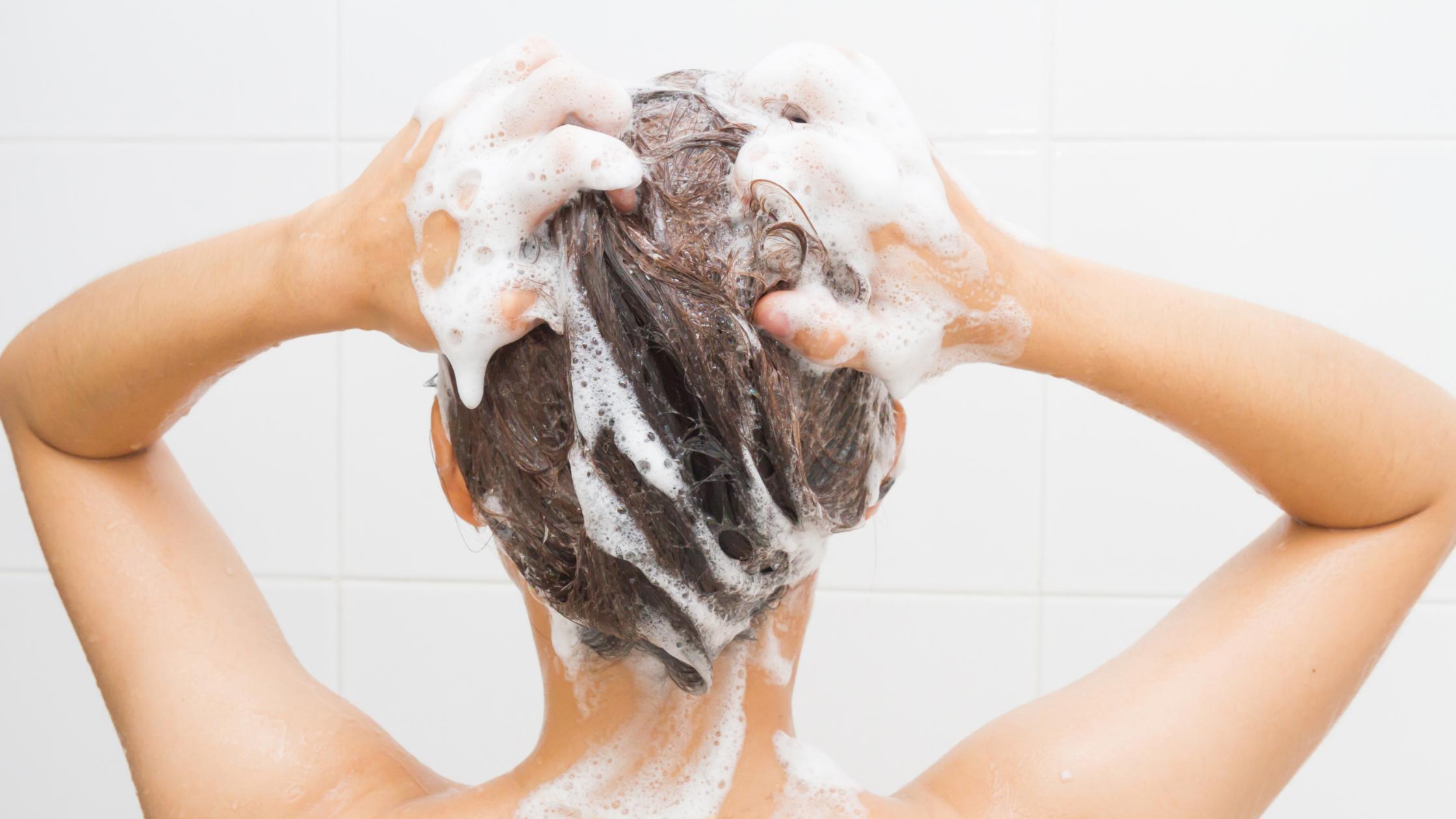Conseils pour empêcher les cheveux gras